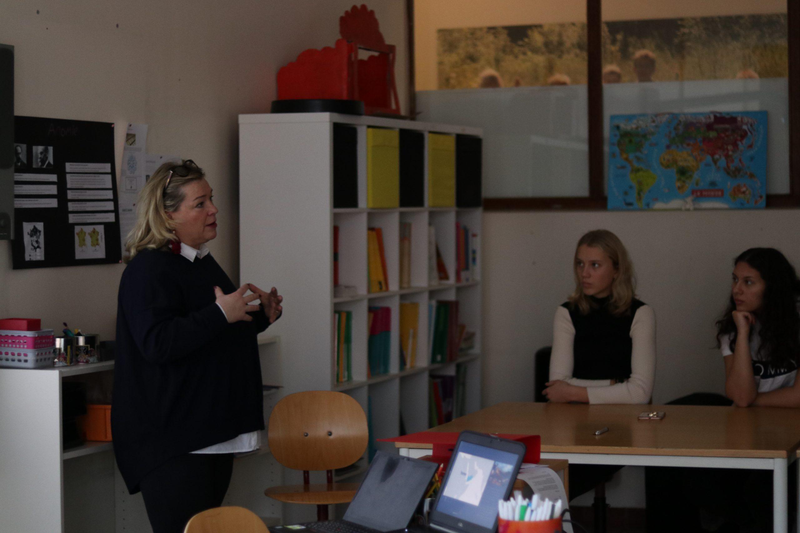 CMI:n Elina Lehtinen Brysselin Skandinaavisessa koulussa.