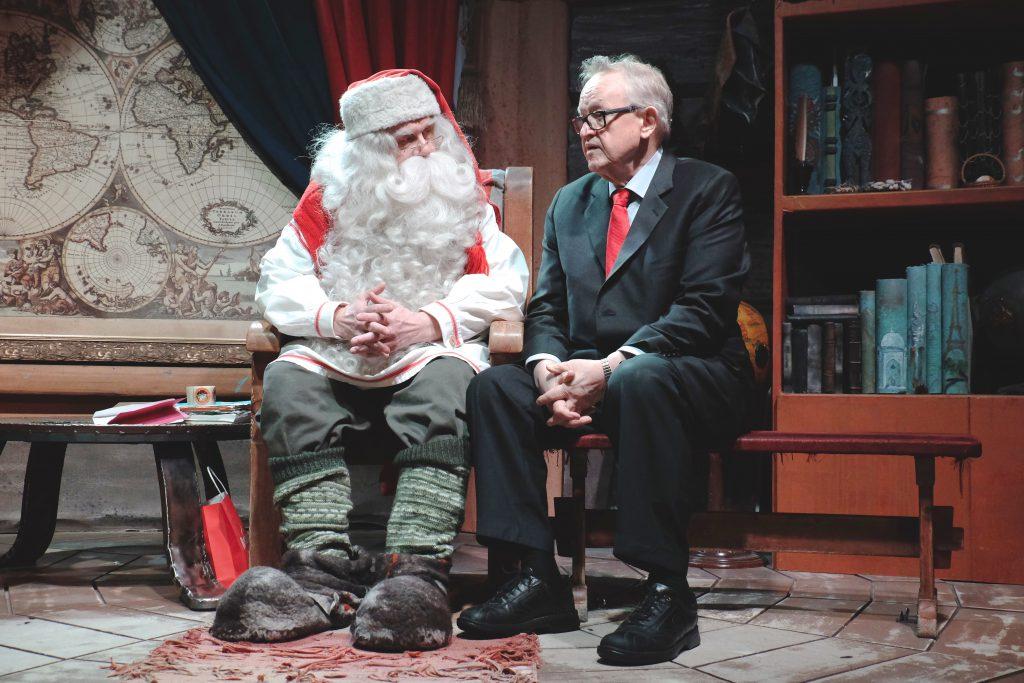 Rovaniemen Ahtisaari-päivillä vuonna 2015 presidentti Ahtisaari ja CMI:n asiantuntijat pääsivät tapaamaan myös joulupukkia.