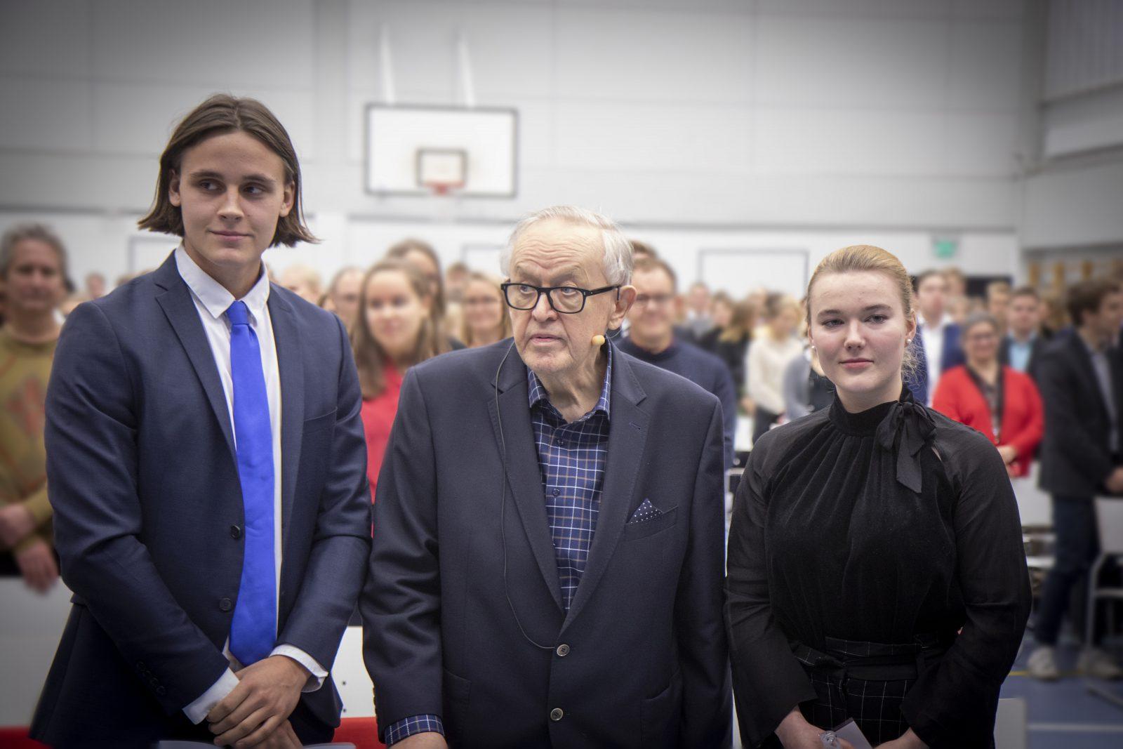Sovittelijaoppilaina palkittiin Mattlidens gymnasiumista Edvin Voutilainen ja Espoonlahden lukiosta Mette Bergman.