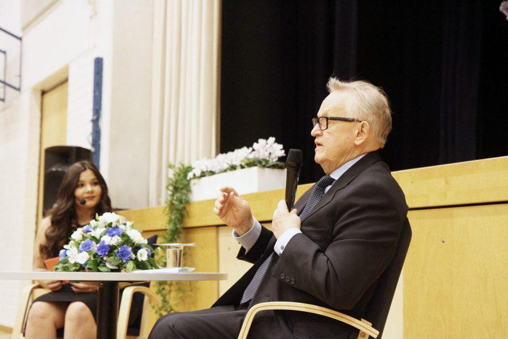 Viime vuonna presidentti Ahtisaari vieraili Tampereen kouluissa.
