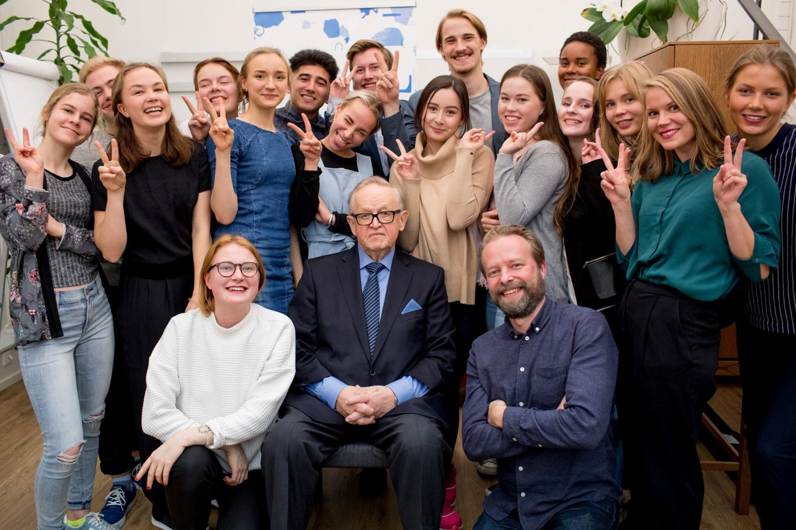 The Lennons got to meet CMI's founder, Martti Ahtisaari, a veteran peace mediator and Nobel Peace Prize laureate.